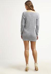 Missguided - AYVAN OFF SHOULDER - Strikket kjole - light grey - 2