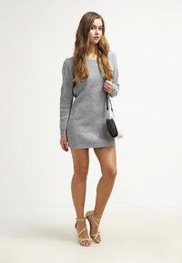 Missguided - AYVAN OFF SHOULDER - Strikket kjole - light grey - 1