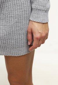 Missguided - AYVAN OFF SHOULDER - Strikket kjole - light grey - 5