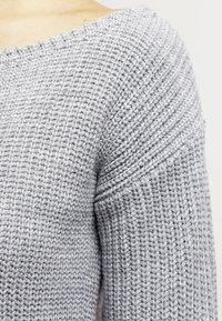 Missguided - AYVAN OFF SHOULDER - Strikket kjole - light grey - 4