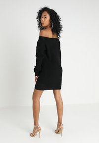 Missguided - AYVAN OFF SHOULDER - Strikkjoler - black - 2