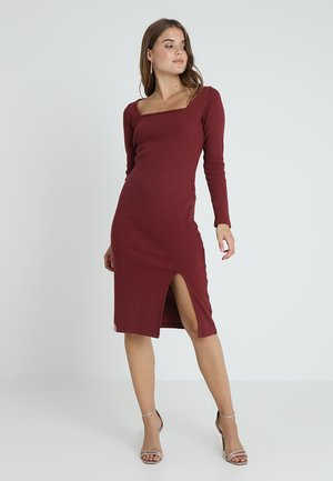 EXCLUSIVE SQUARE NECK MIDI SLIT - Korte jurk - burgundy