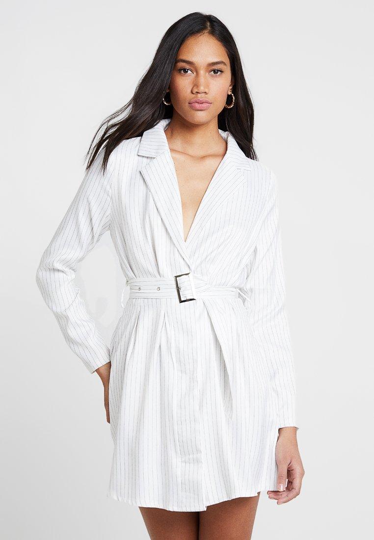 Missguided - PINSTRIPE FLARED SLEEVE BELTED BLAZER DRESS - Vestido camisero - white