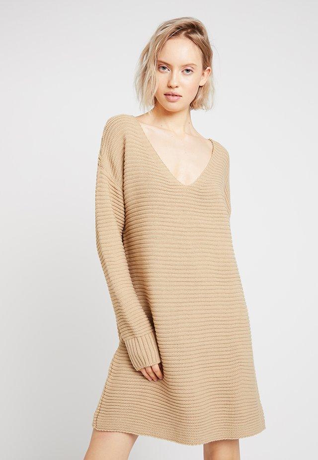 V NECK KNITTED SWEATER DRESS - Jumper dress - camel