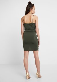 Missguided - SLINKY WRAP OVER MINI DRESS - Robe fourreau - khaki - 2