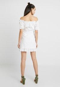Missguided - BARDOT BRODERIE DRESS - Vestido informal - white - 2