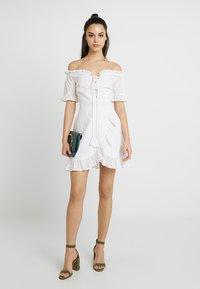 Missguided - BARDOT BRODERIE DRESS - Vestido informal - white - 1