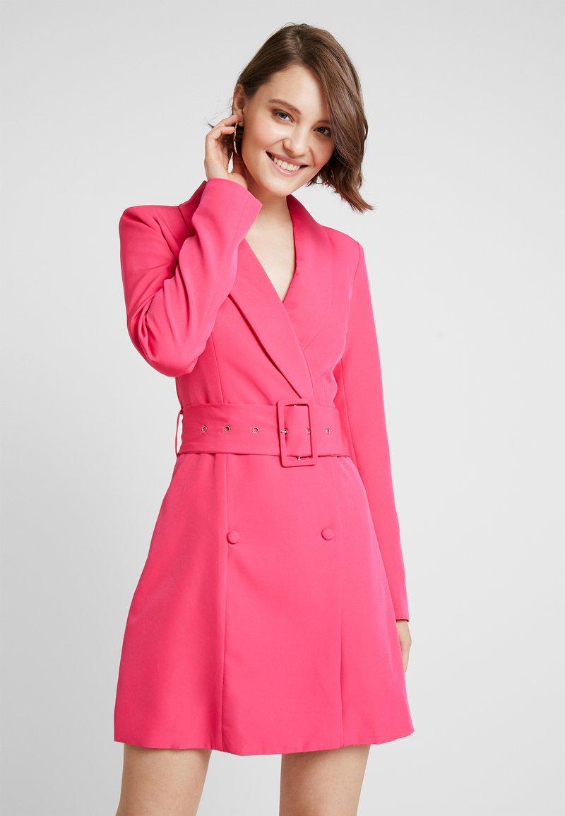 Missguided - TORTOISE SHELL BELT BLAZER DRESS - Shift dress - beetroot purple
