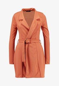 Missguided - LONG SLEEVE TORTOISE BELT BLAZER DRESS - Pouzdrové šaty - rust - 5