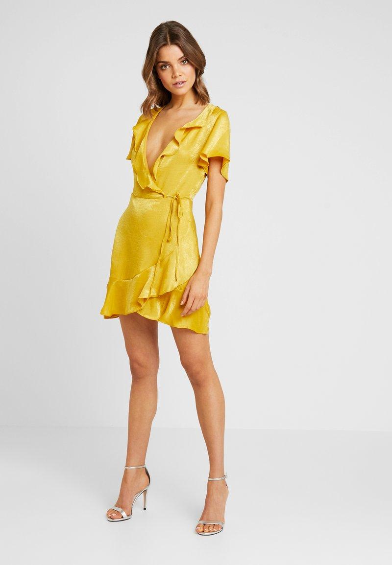 Missguided - FRILL WRAP DRESS - Vestito elegante - mustard