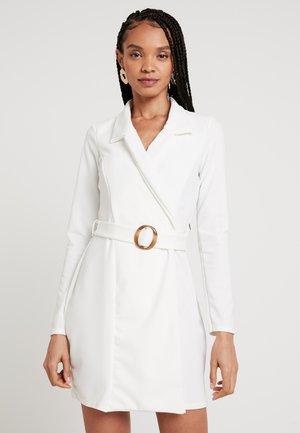 BELTED DRESS TORTOISE SHELL - Cocktailkjole - white