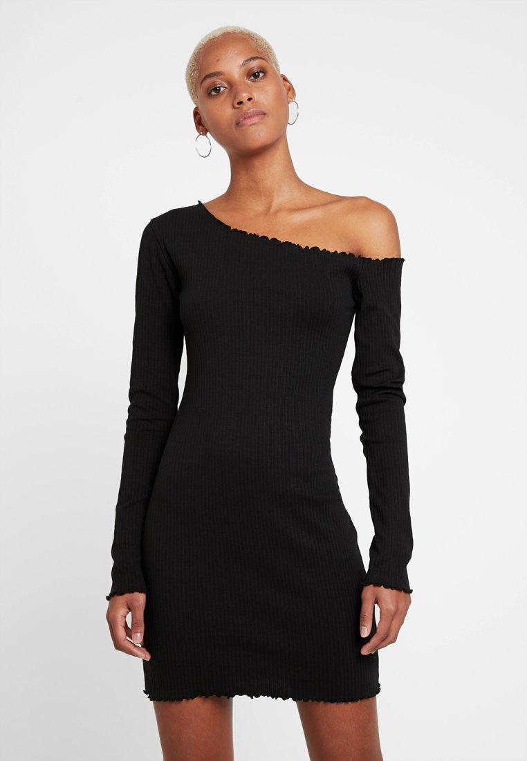 Missguided - LETTUCE HEM OFF SHOULDER MINI DRESS - Pouzdrové šaty - black