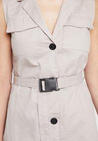 Missguided - BLAZER DRESS SLEEVELESS BELTED - Košilové šaty - stone - 5