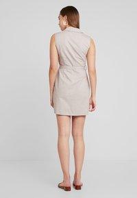 Missguided - BLAZER DRESS SLEEVELESS BELTED - Košilové šaty - stone - 2