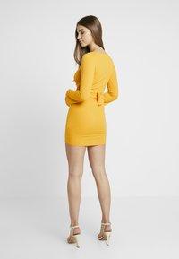 Missguided - O RING BELTED DRESS - Farkkumekko - mustard - 3
