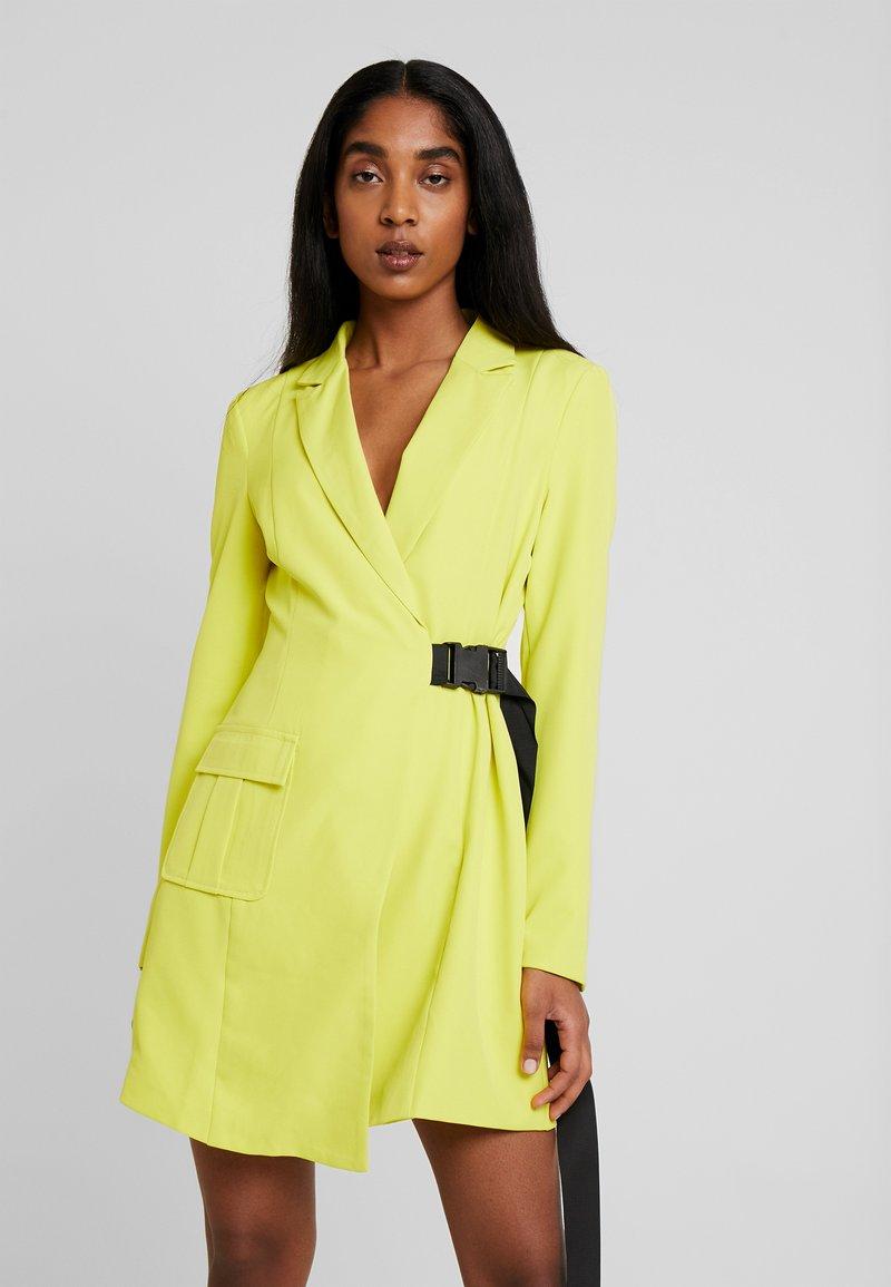Missguided - SEAT BELT DRESS - Vestido de cóctel - lime