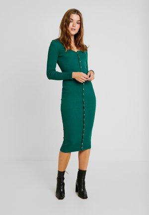 LONG SLEEVE POPPER MIDI DRESS - Pouzdrové šaty - forest green