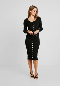 Missguided - LONG SLEEVE POPPER MIDI DRESS - Shift dress - black - 2