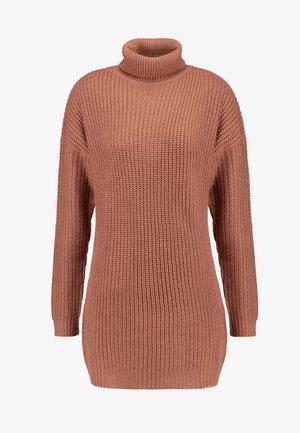 ROLL NECK BASIC DRESS - Strikket kjole - mocha