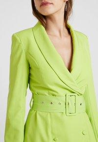 Missguided - SELF BELTED DRESS - Košilové šaty - lime - 4