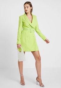Missguided - SELF BELTED DRESS - Košilové šaty - lime - 1