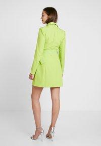 Missguided - SELF BELTED DRESS - Košilové šaty - lime - 2