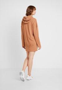 Missguided - HOODIE DRESS - Jersey dress - camel - 2