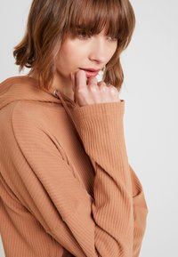 Missguided - HOODIE DRESS - Jersey dress - camel - 5