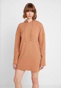 Missguided - HOODIE DRESS - Jersey dress - camel - 0