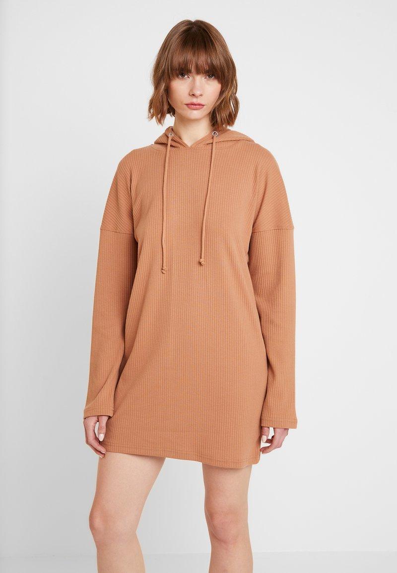 Missguided - HOODIE DRESS - Jersey dress - camel