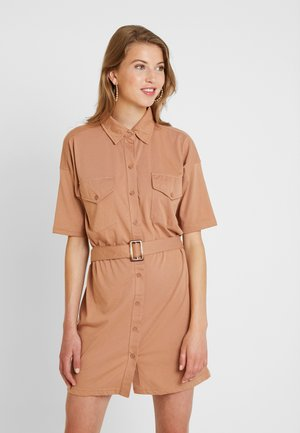 BELTED DRESS - Vestido camisero - camel