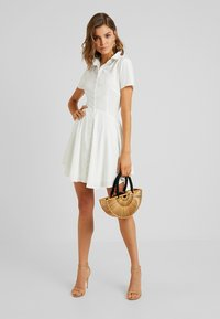Missguided - BUTTON DOWN SKATER DRESS - Vestido camisero - white - 2