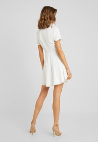 Missguided - BUTTON DOWN SKATER DRESS - Vestido camisero - white - 3