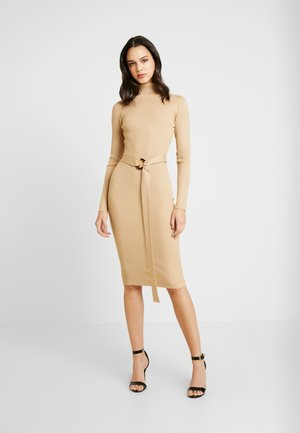 BELTED ROLL NECK RIBBED MIDI DRESS - Shift dress - sand