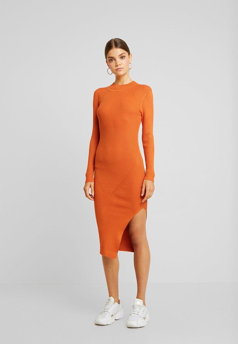 Missguided - FUNNEL NECK SIDE SPLIT MIDI DRESS - Strickkleid - orange