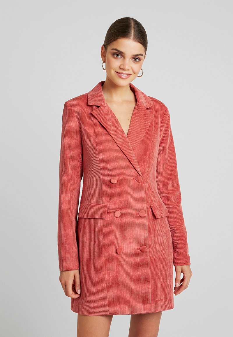 Missguided - PURPOSEFUL BUTTONED BLAZER DRESS - Košilové šaty - coral