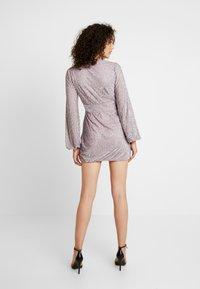 Missguided - EMBELLISHED WRAP TIE DETAIL BLOUSON SLEEVE MINI DRESS - Vestito elegante - lilac - 2