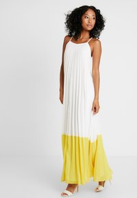 Missguided - STRAPPY PLEATED DRESS COLOURBLOCK - Maxi šaty - white - 2