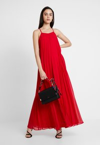 Missguided - STRAPPY PLEATED DRESS - Maxikjoler - red - 1