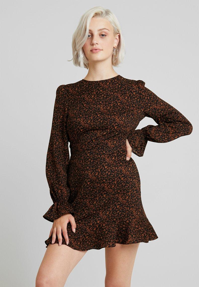 Missguided - LEOPARD PRINT OPEN BACK FRILL MINI DRESS - Vestito estivo - black