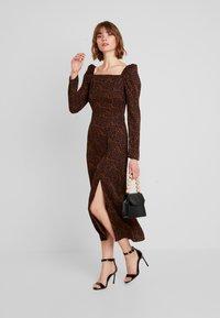 Missguided - LEOPARD PRINT SQUARE NECK SLIT FRONT DRESS - Vestido informal - black - 2