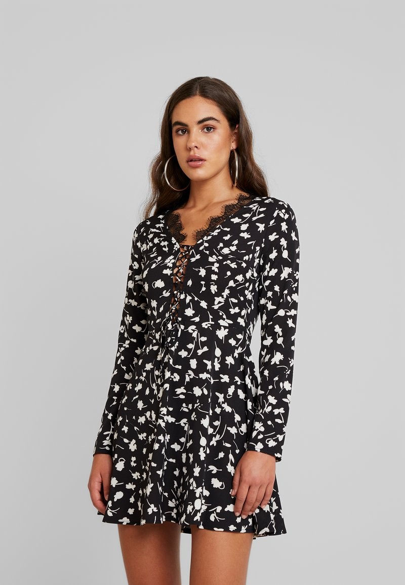 Missguided - FLORAL UP MINI DRESS - Freizeitkleid - black