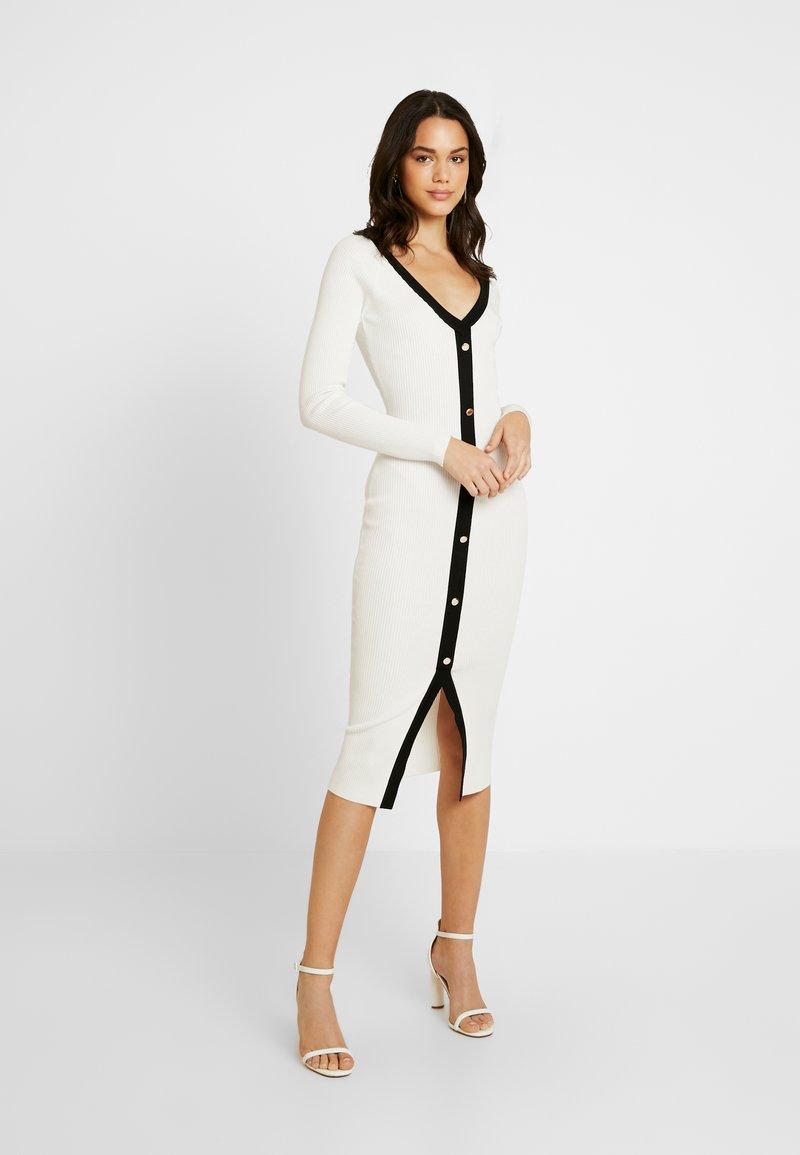 Missguided - BUTTON THROUGH DRESS - Sukienka dzianinowa - white