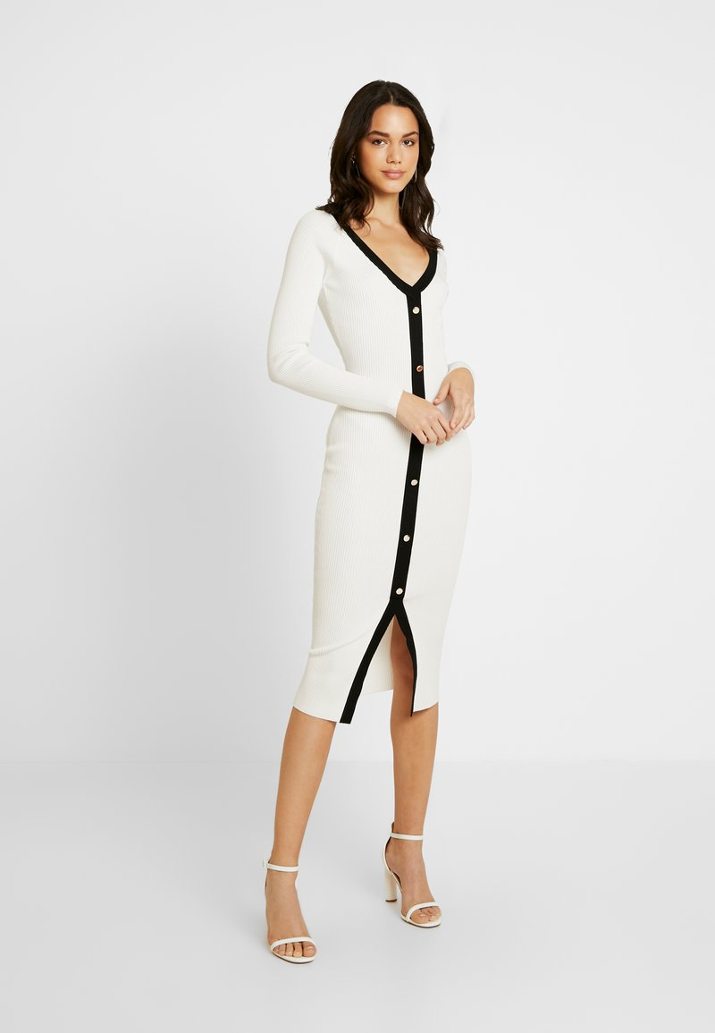 Missguided - BUTTON THROUGH DRESS - Pletené šaty - white