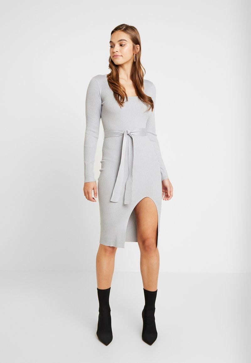 Missguided - WAIST MIDI DRESS - Pouzdrové šaty - grey