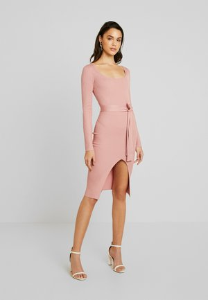 WAIST MIDI DRESS - Robe fourreau - pink
