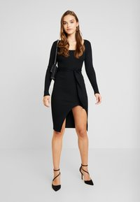 Missguided - WAIST MIDI DRESS - Vestido de tubo - black - 1