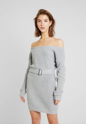 OFF SHOULDER BELTED MINI DRESS - Vestido de punto - grey
