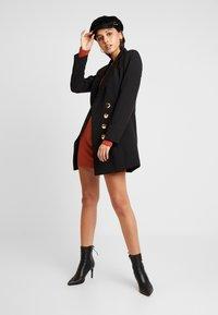 Missguided - LETTUCE HEM BODYCON MINI DRESS - Robe fourreau - rust - 2