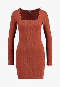 Missguided - LETTUCE HEM BODYCON MINI DRESS - Robe fourreau - rust - 4